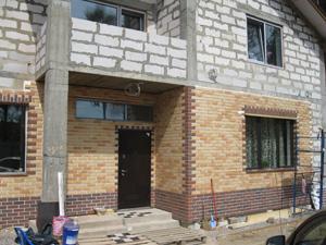 Облицовка фасада дома клинкерной керамической плиткой